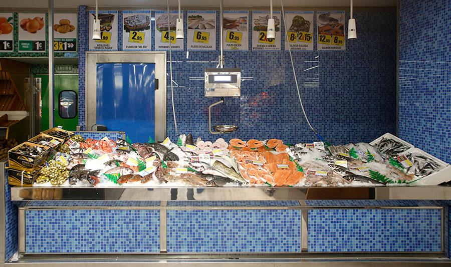 Tiendas El Economato. Mostrador de pescadería